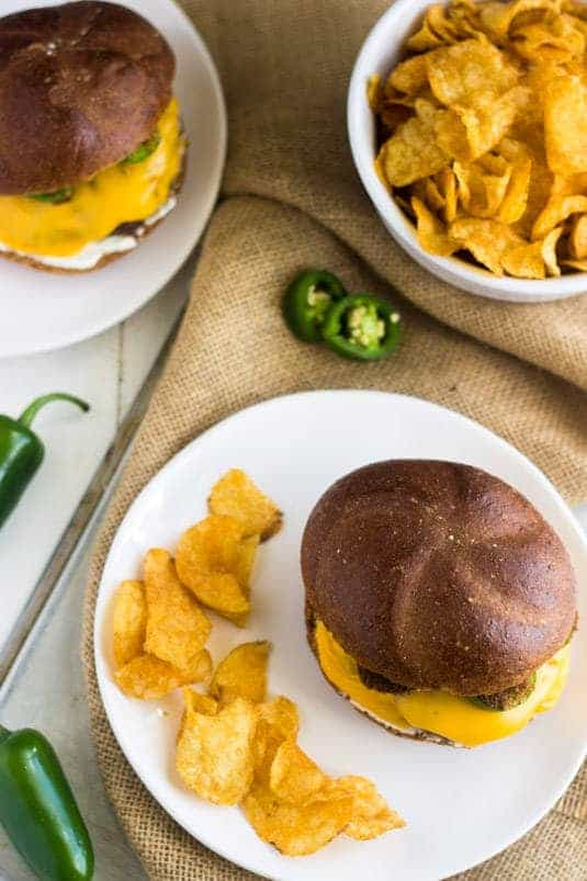 Cheesy Jalapeno Ranch Burger - Your new favorite #burger! - Food Faith Fitness | #recipe #Jalapenopopper