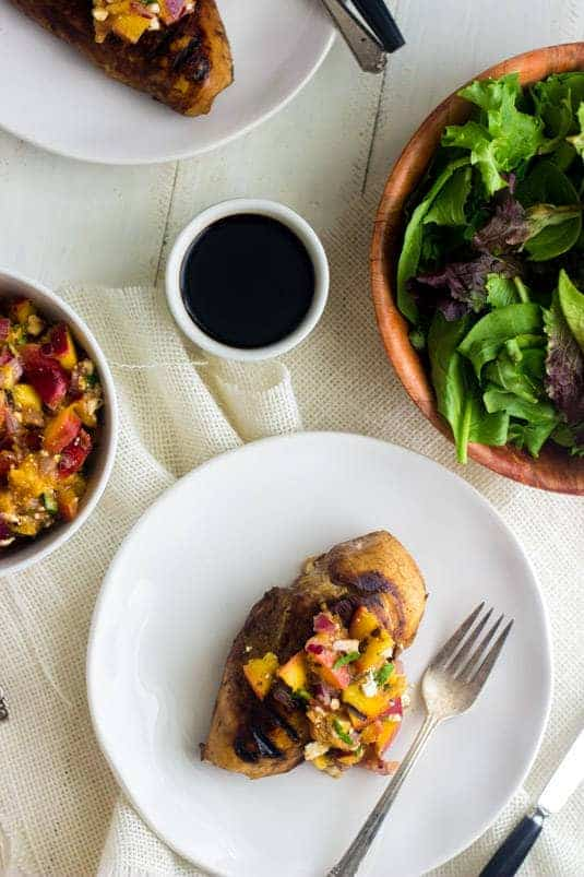 Chicken with Grilled Nectarine Salsa - Perfect for a weeknight or for Summer entertaining! | Food Faith Fitness| #chicken #recipe #glutenfree