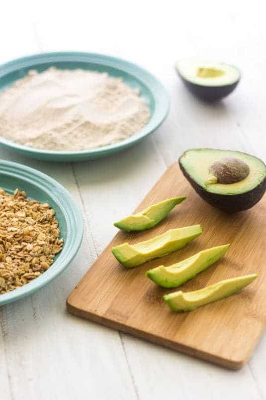 Coconut Granola Avocado Fries with Strawberry Dip - Sweet and crunchy on the outside and creamy on the inside! | Food Faith Fitness| #healthy #avocado #breakfast