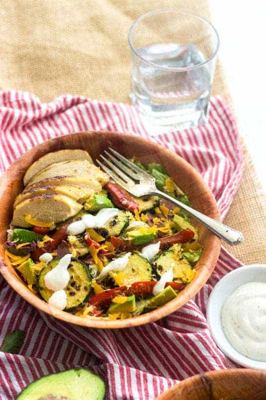 Healthy Ranch Taco Salad - I am seriously obsessed with this. Healthy, Cheese AND Bacon!   Food Faith Fitness   #salad #taco #recipe