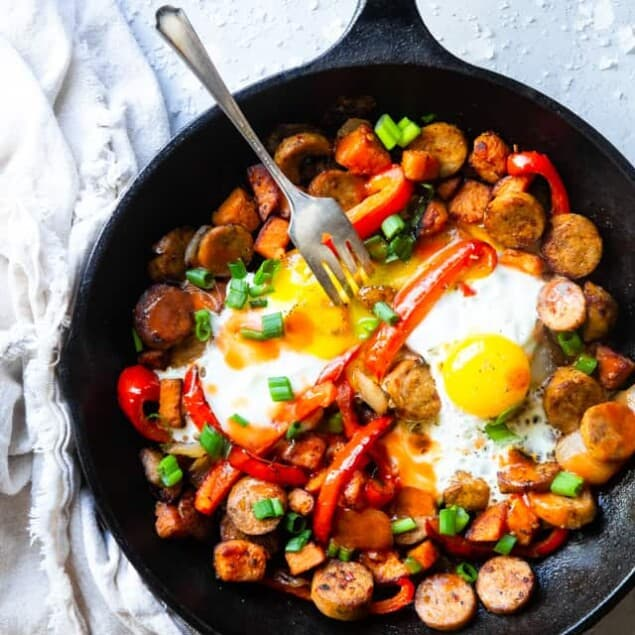 Buffalo Chicken Paleo Sweet Potato Hash - A game day spin on a classic breakfast that will be hit with even picky eaters! It's a quick and easy breakfast OR dinner that is paleo and whole30 compliant too! | #Foodfaithfitness | #Glutenfree #Paleo #Whole30 #Healthy #Dairyfree
