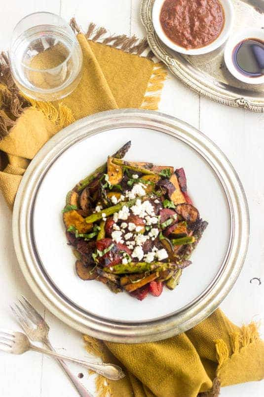 Grilled Mediterannean Vegetable Salad - A SUPER easy side dish that is BIG on flavour AND healthy! | Foodfaithfitness.com | #recipe #salad #meatlessmonday