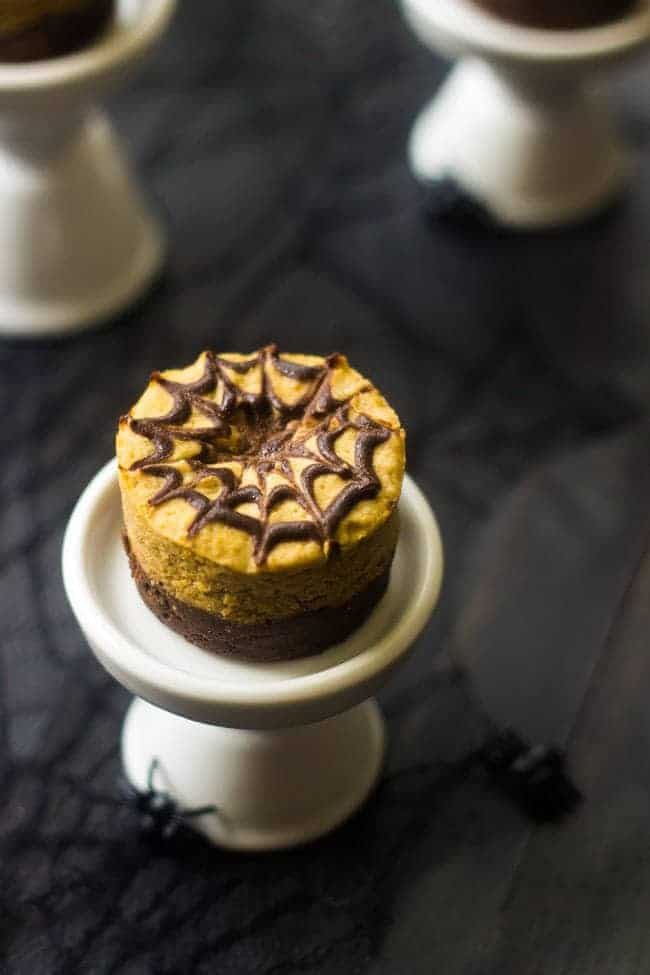 Mini Pumpkin Brownie Cheesecakes - #glutenfree and only 130 calories! You NEED to make these for #Halloween |Foodfaithfitness.com | #recipe #cheesecake