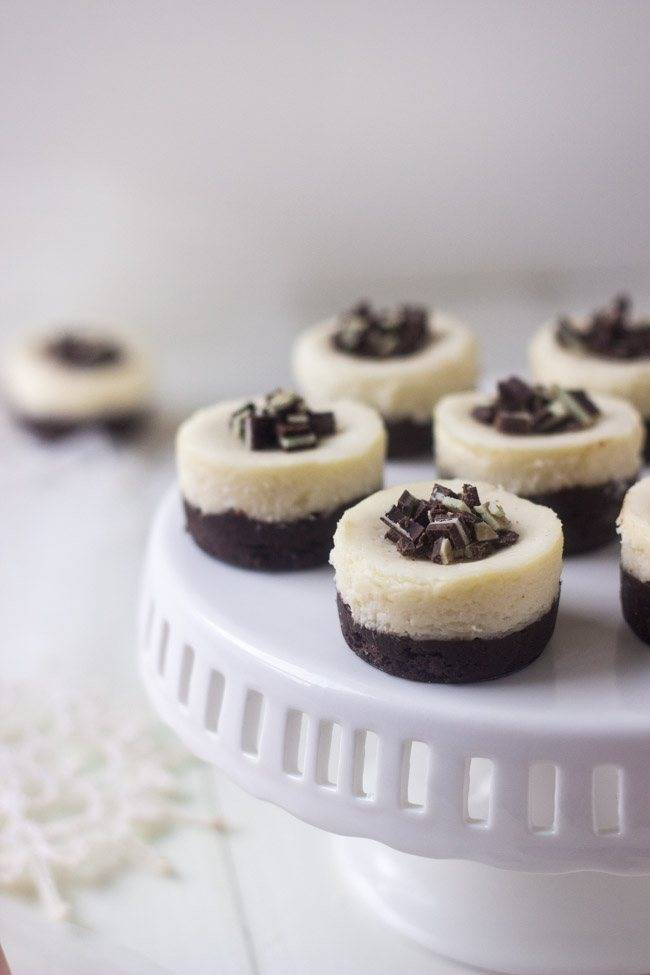Mini Mint White Chocolate Brownie Cheesecakes - So perfect for Christmas! They are so creamy, but only 150 calories and gluten free! | Foodfaithfitness.com | #cheesecake #recipe