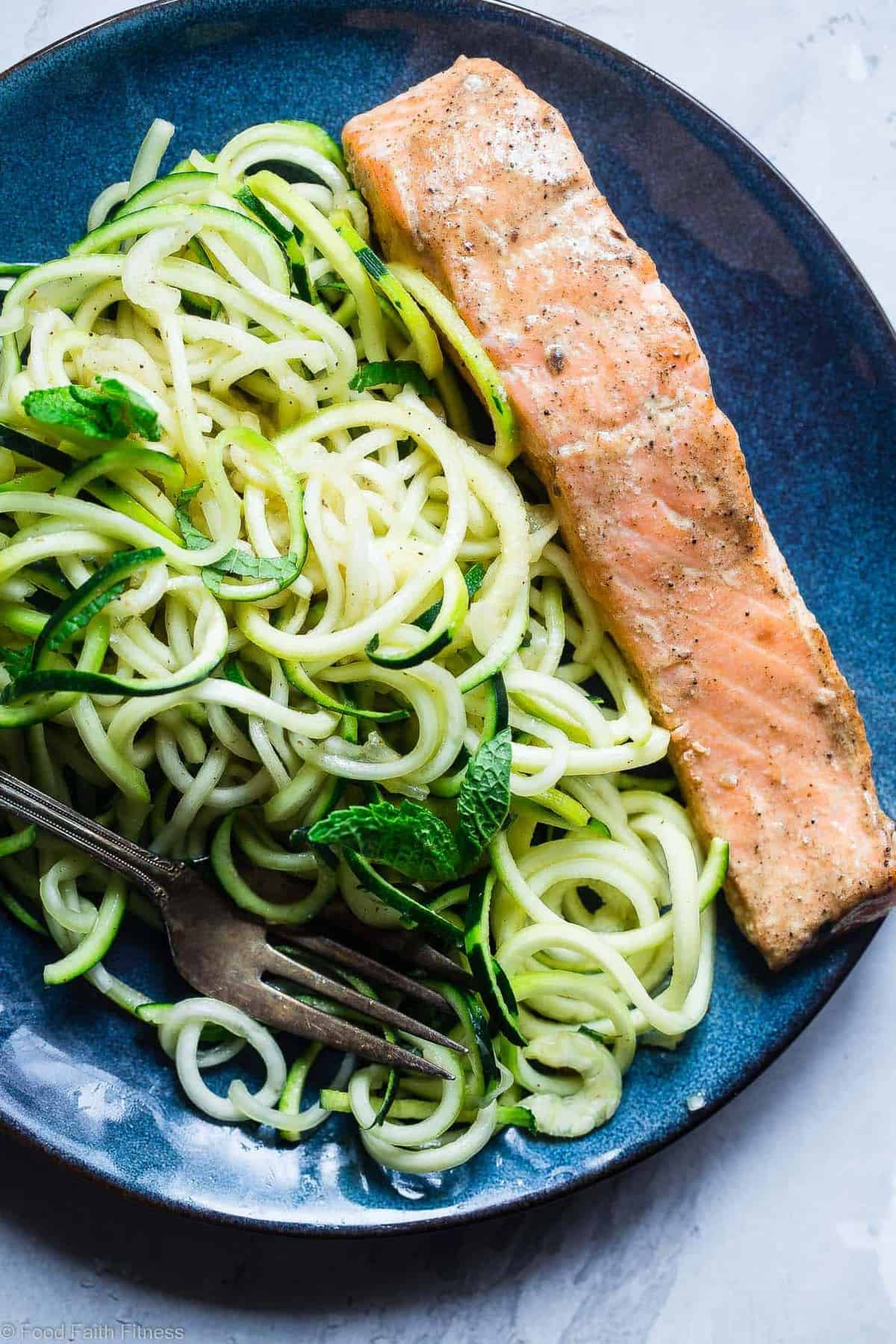 Whole30 Salmon Curry Zucchini Noodles - ASUPER easy, 5-ingredient, healthy meal that is paleo, gluten free, low carb and whole30 compliant! Perfect for busy weeknights! | #Foodfaithfitness | #Paleo #Lowcarb #Whole30 #Healthy #Keto