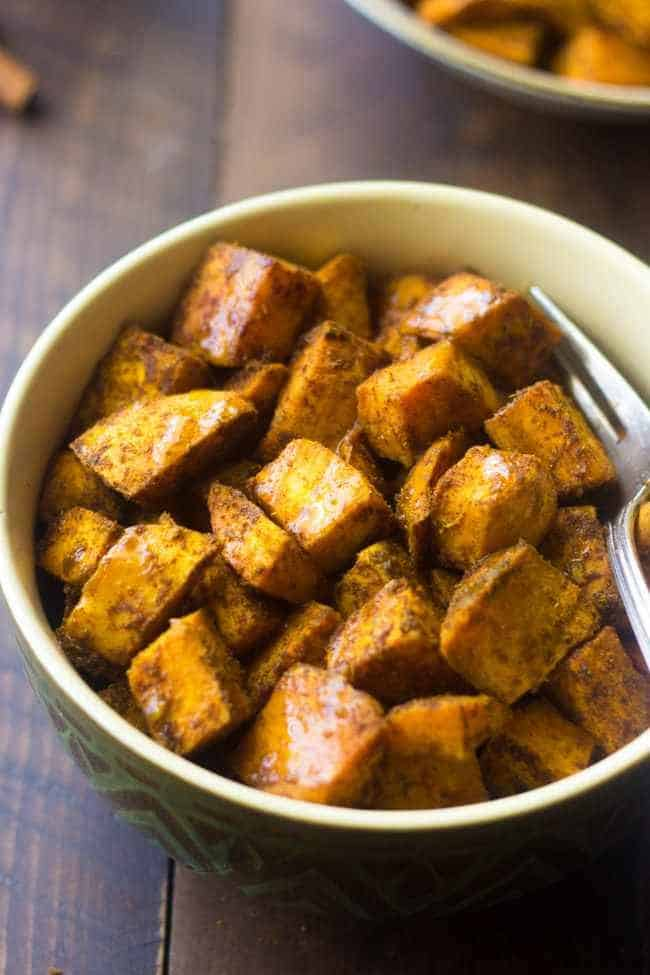 Maple Curry Roasted Sweet Potatoes - These are the best roasted sweet potatoes! A quick and easy side dish that is perfect for a light and healthy Thanksgiving option, that your family will love! | Foodfaithfitness.com | #recipe
