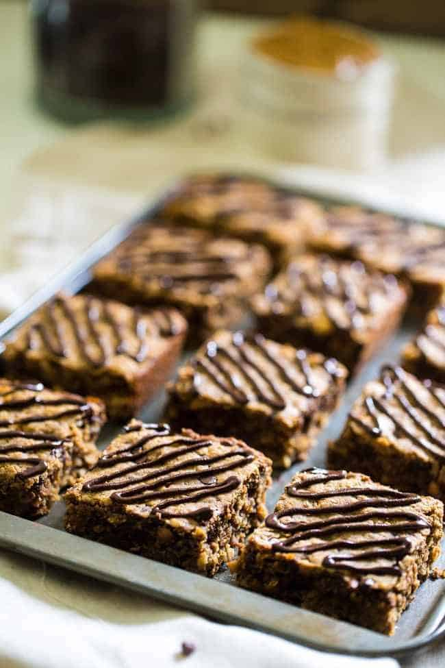 Chocolate Peanut Butter Gluten Free Breakfast Bars - Tastes like store bought but are high protein, gluten free and have no refined sugar, butter or oil!   Foodfaithfitness.com   @FoodFaithFit