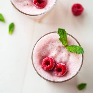 Frosted Peach Raspberry Lemonade - This frosted raspberry lemonade uses a secret ingredient to keep to high protein, sugar free and low calorie! A refreshing, healthy, drink for Summer! | Foodfaithfitness.com | @FoodFaithFit