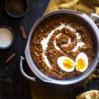 Slow Cooker Pumpkin Coconut Quinoa Egg Curry - This slow cooker curry is mixed with coconut milk, pumpkin, quinoa and topped with boiled eggs for an easy, healthy, fall meal for meatless Monday. Easily vegan friendly! | Foodfaithfitness.com | @FoodFaithFitness