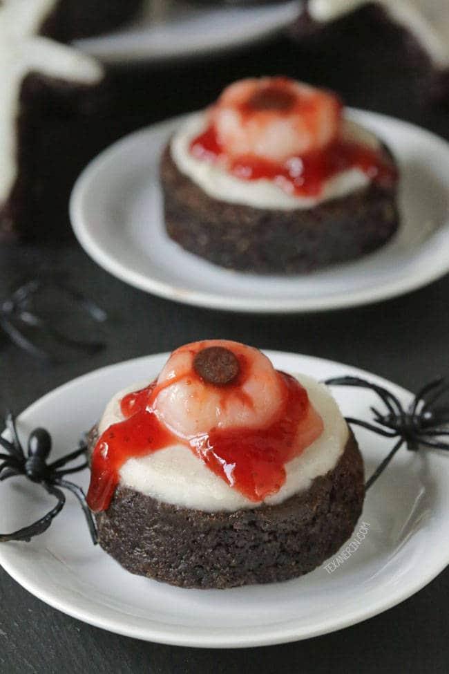 bloody eyeball brownies photo 650x