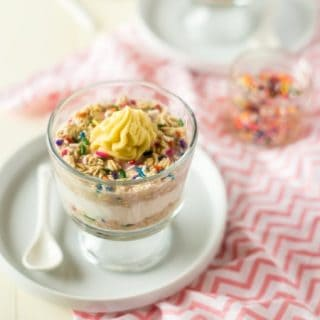 Funfetti Protein Overnight Oats - These taste like funfetti cake but are secretly healthy, packed with protein and have only 6 ingredients! They're an easy, gluten free make-ahead breakfast for busy mornings! | Foodfaithfitness.com | @FoodFaithFit