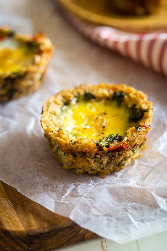 Egg Muffins with Savory Oatmeal Crust - These quick and easy egg muffins have a vegetable and savory oatmeal crust! They're a healthy and gluten free portable snack or breakfast for busy mornings, with only 80 calories and 2 SmartPoints! | Foodfaithfitness.com | @FoodFaithFit