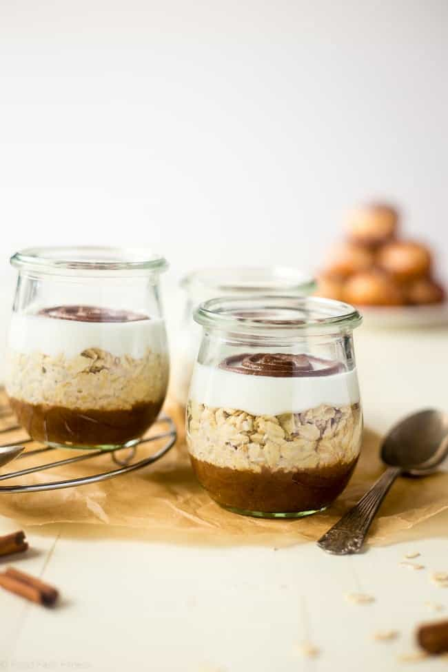 Cinnamon Roll Overnight Oats - These quick and easy overnight oats are packed with protein and taste just like a cinnamon roll. Perfect for a healthy, gluten free make-ahead breakfast on busy mornings! | Foodfaithfitness.com | @FoodFaithFit