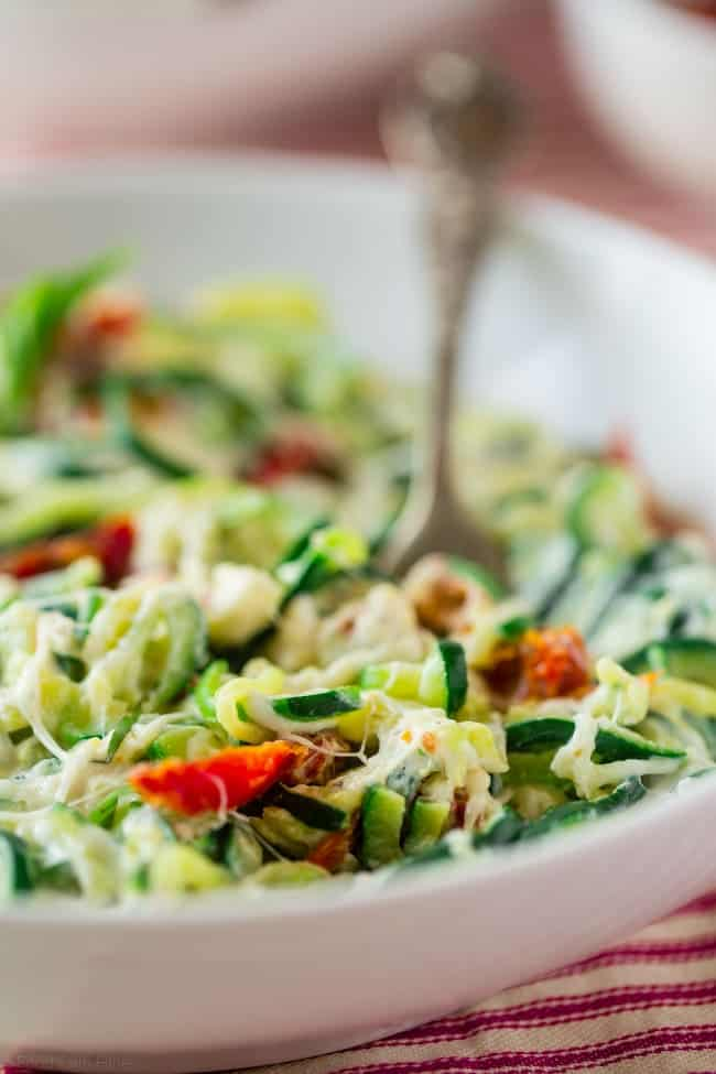 Zucchini Noodle Mac and Cheese - This easy gluten free mac and cheese uses zucchini noodles and Greek yogurt to keep it healthy, low carb and protein packed! It's comfort food for only 250 calories and 5 SmartPoints! | Foodfaithfitness.com | @FoodFaithFit