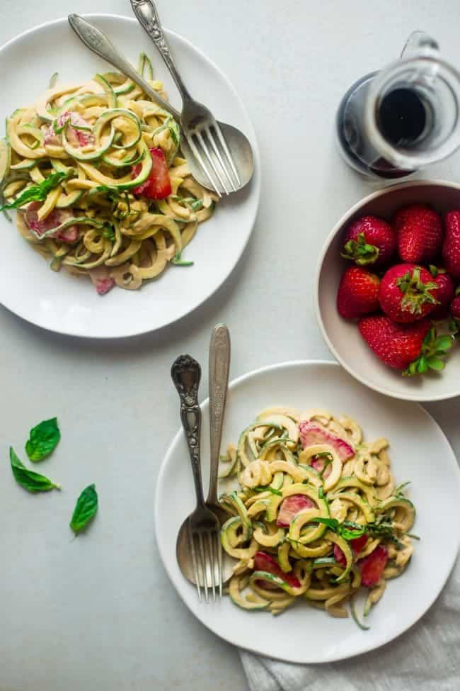 Vegan Strawberry Zucchini Noodles with Balsamic Cashew Cream - A simple, 20 minute healthy summer meal that requires no cooking, has only 6 ingredients and is paleo friendly, whole30 compliant and is under 300 calories! | Foodfaithfitness.com | @FoodFaithFit