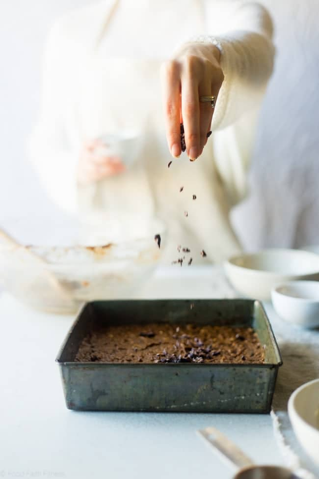 Vegan Banana Cacao Peanut Oatmeal Breakfast Bars - These gluten free oatmeal breakfast bars are made in one bowl! They're a healthy, easy, on-the-go breakfast that is vegan friendly and perfect for busy mornings or snacks! | Foodfaithfitness.com | @FoodFaithFit
