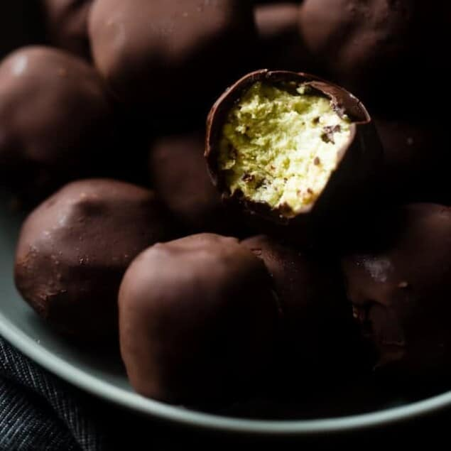Mint Avocado Cheesecake Truffles on Food Faith Fitness - A healthy, low carb and gluten free Christmas dessert for only 90 calories!