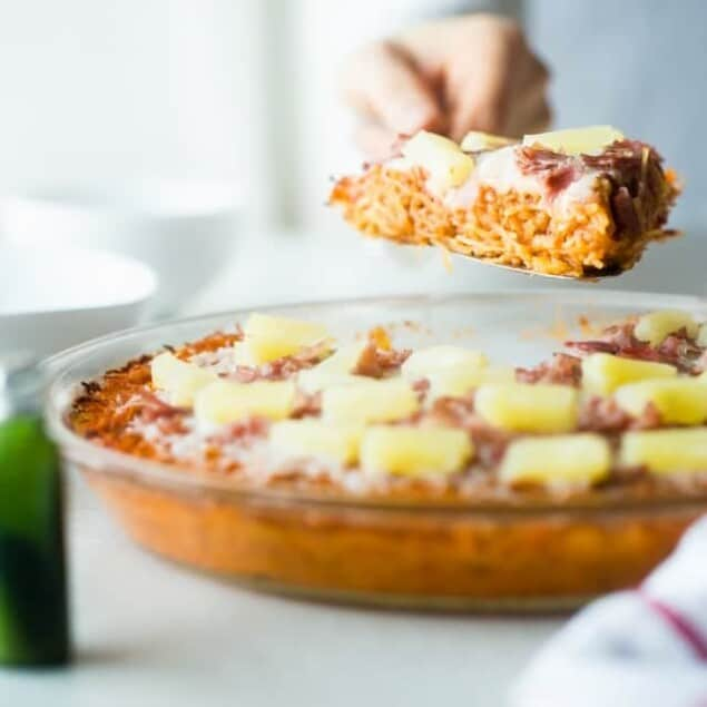 Hawaiian Baked Spaghetti Squash Casserole - This low carb, kid-friendly easy spaghetti squash casserole tastes like a Hawaiian pizza but with only 250 calories! It's a healthy, gluten free dinner that the whole family will love! | Foodfaithfitness.com | @FoodFaithFit
