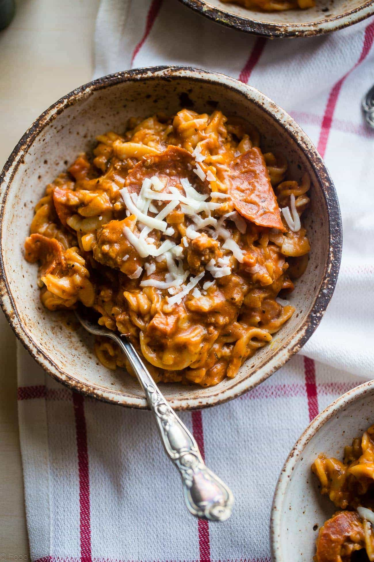 Gluten Free Crock Pot Pizza Pasta - This easy gluten free crock pot pasta has all the flavors of meat lovers pizza, but without all the work! It's a healthy, crowd pleasing weeknight dinner that the whole family will love!   Foodfaithfitness.com   @FoodFaithFit
