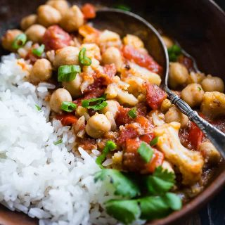 Instant Pot Vegan Chickpea Curry -This easy chickpea curry is made in the Instant Pot and ready in 20 mins! It uses coconut milk and tomatoes to make it thick and so creamy! Makes great leftovers and is great for meal prep! | Foodfaithfitness.com | @FoodFaithFit