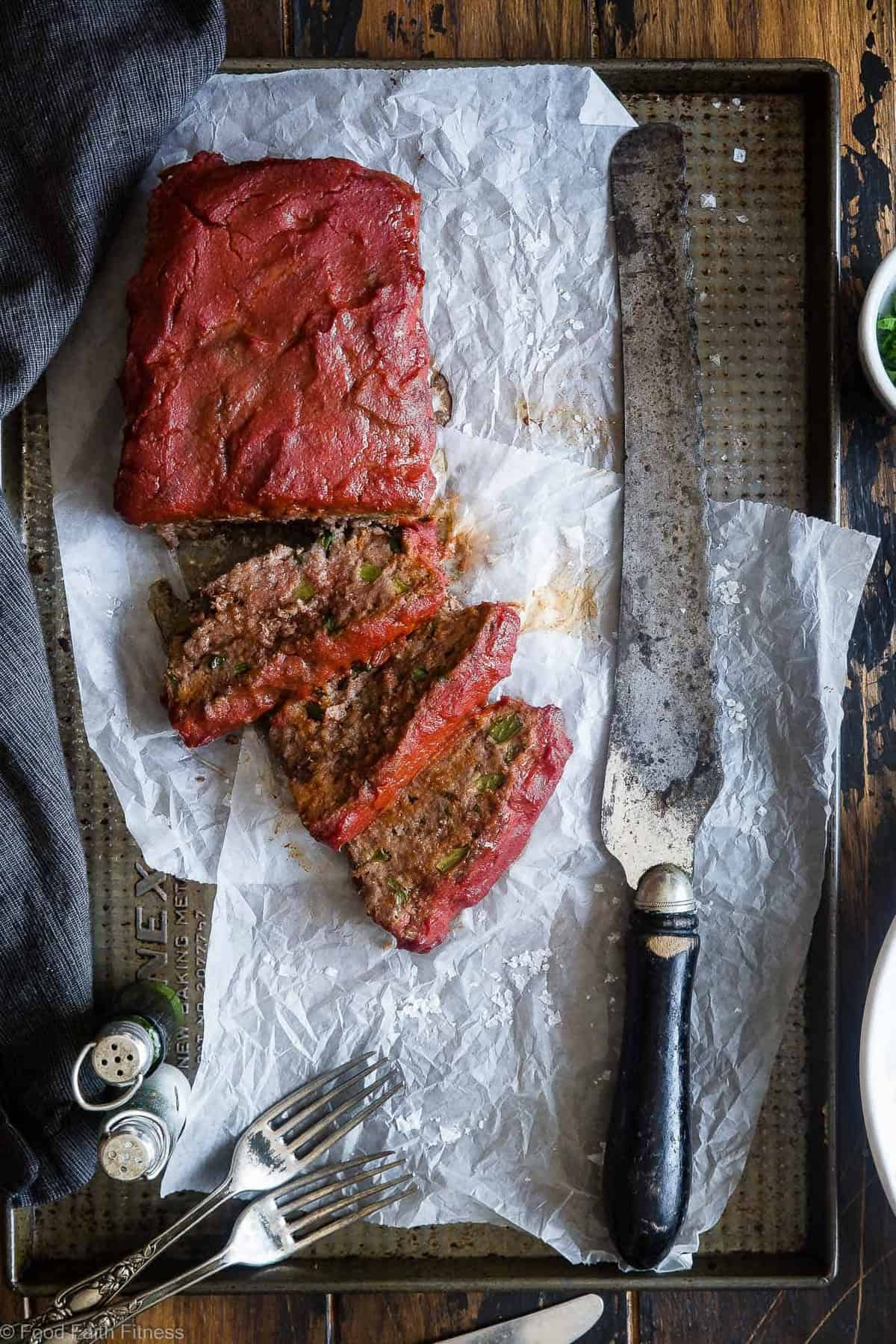 Easy Low Carb Paleo Meatloaf -This healthy Paleo Meatloaf is a family-friendly weeknight dinner that's gluten/grain/dairy/sugar free and whole30 compliant! Only 210 calories and picky eater approved! | #Foodfaithfitness | #Paleo #Whole30 #Keto #Glutenfree #LowCarb