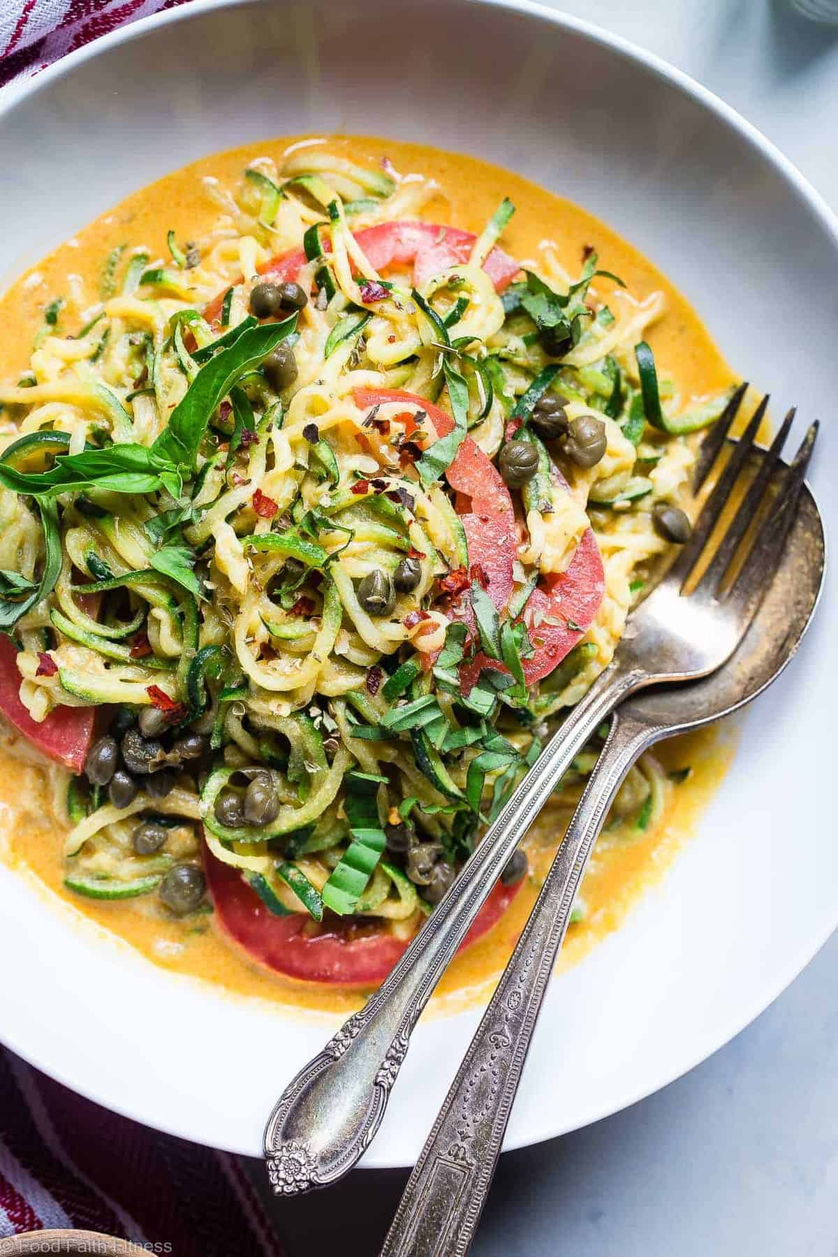 5 Minute Cheesy Zucchetti Bowl - A healthy, gluten free and low carb lunch or dinner! A vegan and whole30 friendly meal, packed with veggies and fiber that is under 400 calories! | #Foodfaithfitness | #Vegan #Paleo #Glutenfree #Healthy #Spiralized