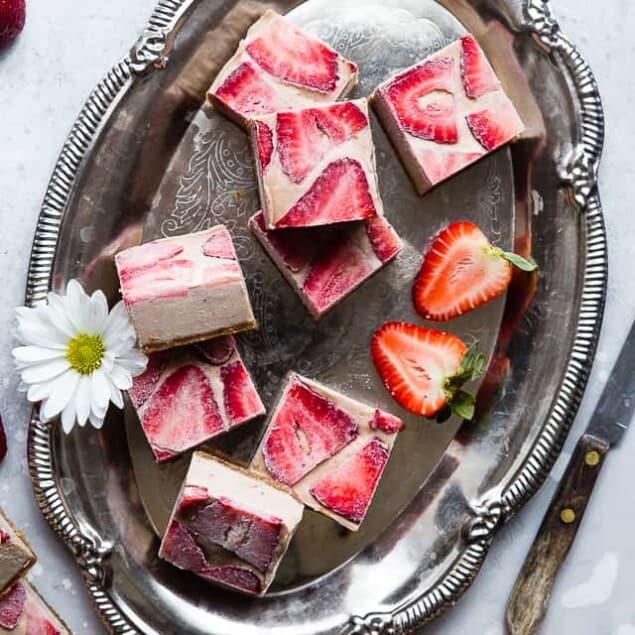 No Bake Strawberry Cashew Paleo Lemon Bars -This EASY vegan lemon bar recipe has the flavor of sweet strawberries and creamy cashews with zippy lemon! A healthy, paleo friendly, dairy free treat for the summer! | #Foodfaithfitness | #Dairyfree #Paleo #Vegan #Glutenfree #Nobake