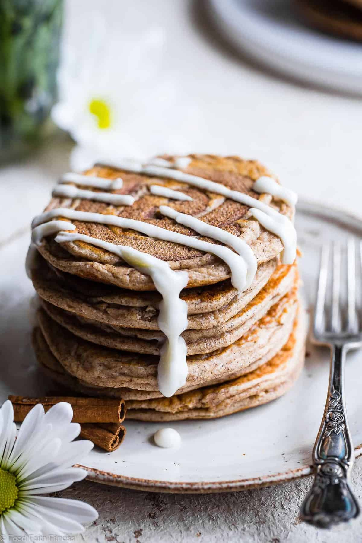 Easy Cinnamon Roll Gluten Free Low Carb Keto Protein Pancakes -This low carb pancake recipe is going to be your new favorite breakfast! Great for kids and adults and packed with 23g of protein!Who doesn't want to wake up to healthy cinnamon rolls?! | #Foodfaithfitness | #Keto #Lowcarb #Glutenfree #Healthy #Pancakes