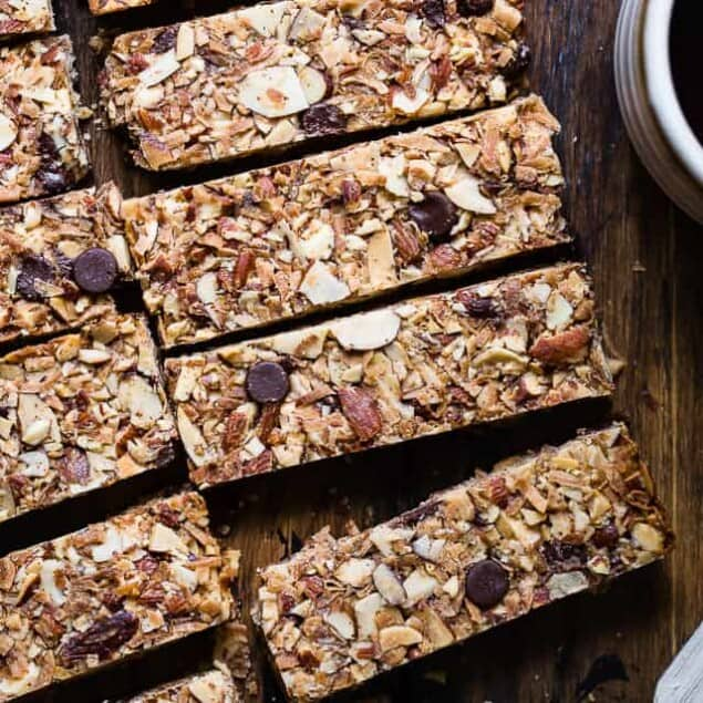 Sugar Free Keto Almond Joy Granola Bars - This low carb granola bars recipe is only 7 simple ingredients and tastes like an Almond Joy! Kids or adults will LOVE these and they're portable and freeze great too!   #Foodfaithfitness   #Keto #Glutenfree #Paleo #Dairyfree #Sugarfree