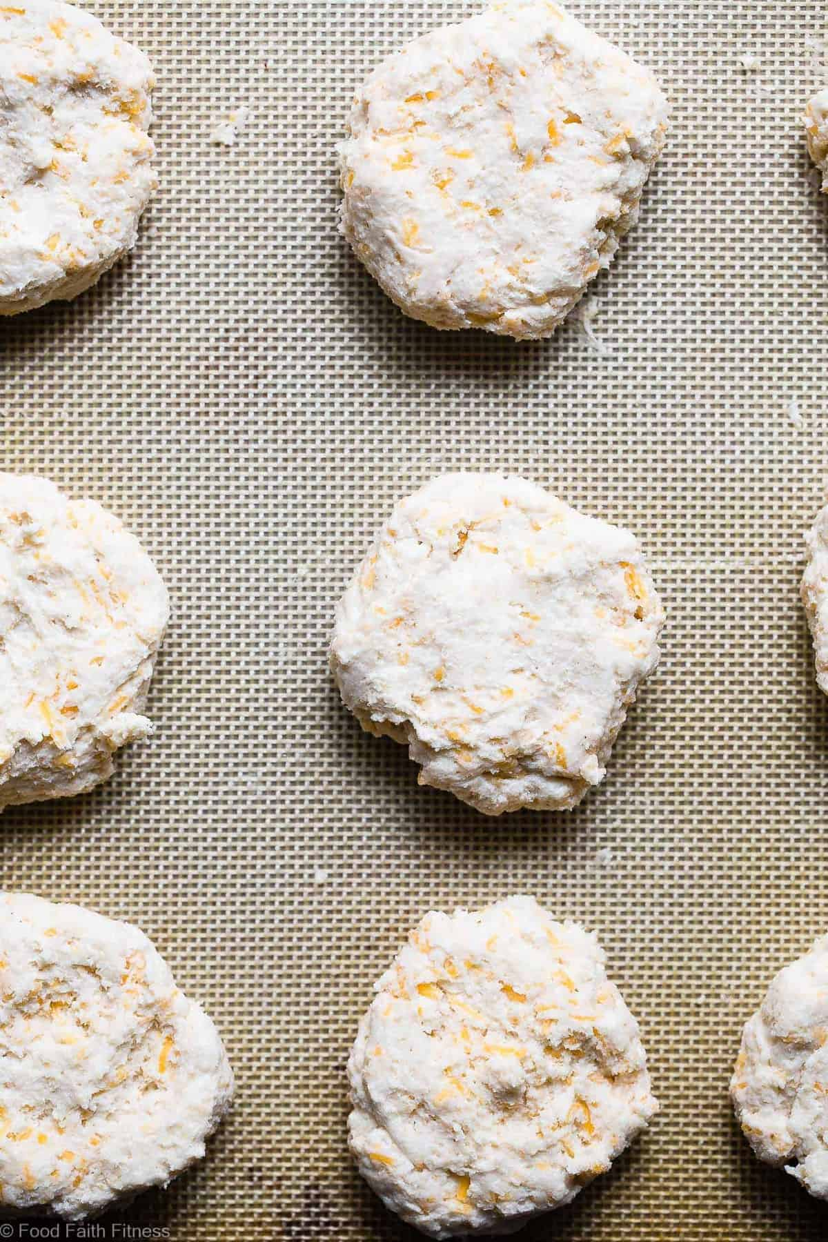 Cheddar Gluten Free Biscuits with Buttermilk -This gluten free biscuit recipeare SO flaky, soft and buttery that you won't believe how easy they are! These are hands down the BEST gluten free biscuits! | #Foodfaithfitness | #Glutenfree #Healthy #Biscuits #Sugarfree