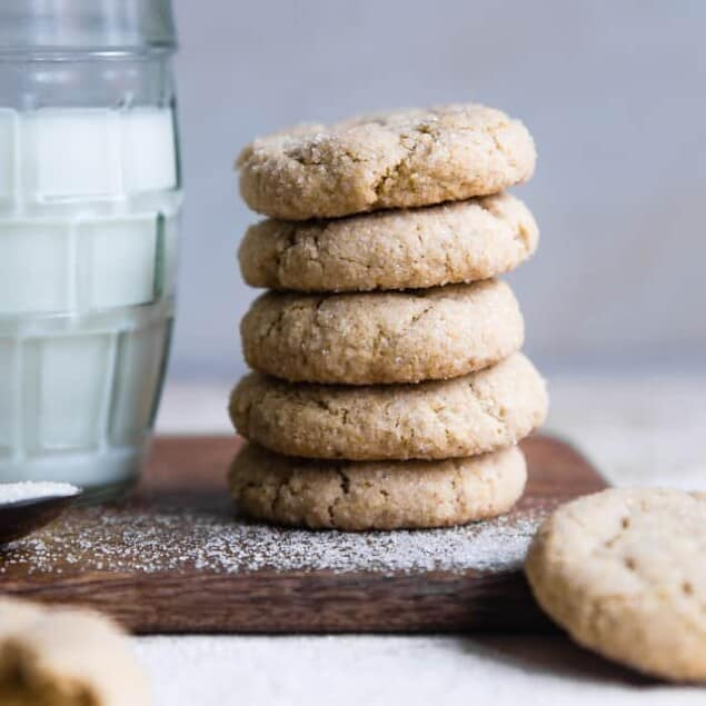 Soft Gluten Free Vegan Sugar Cookies -These SOFT and CHEWY Gluten Free Sugar Cookies are SO easy to make and seriously tasty! No one will believe these are healthy, dairy and egg free and only 115 calories! | #Foodfaithfitness | #vegan #healthy #dairyfree #eggfree #glutenfree