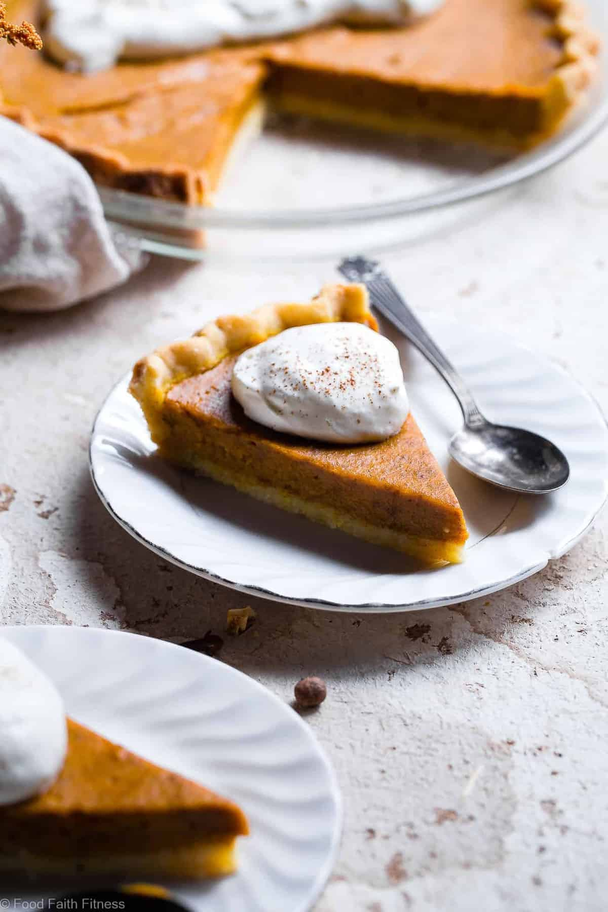 The BEST Paleo Low Carb Sugar Free Pumpkin Pie - This paleo pumpkin pie is SO delicious, you will never know it's dairy and gluten free and only 200 calories a slice! Everyone will want this recipe! | #Foodfaithfitness