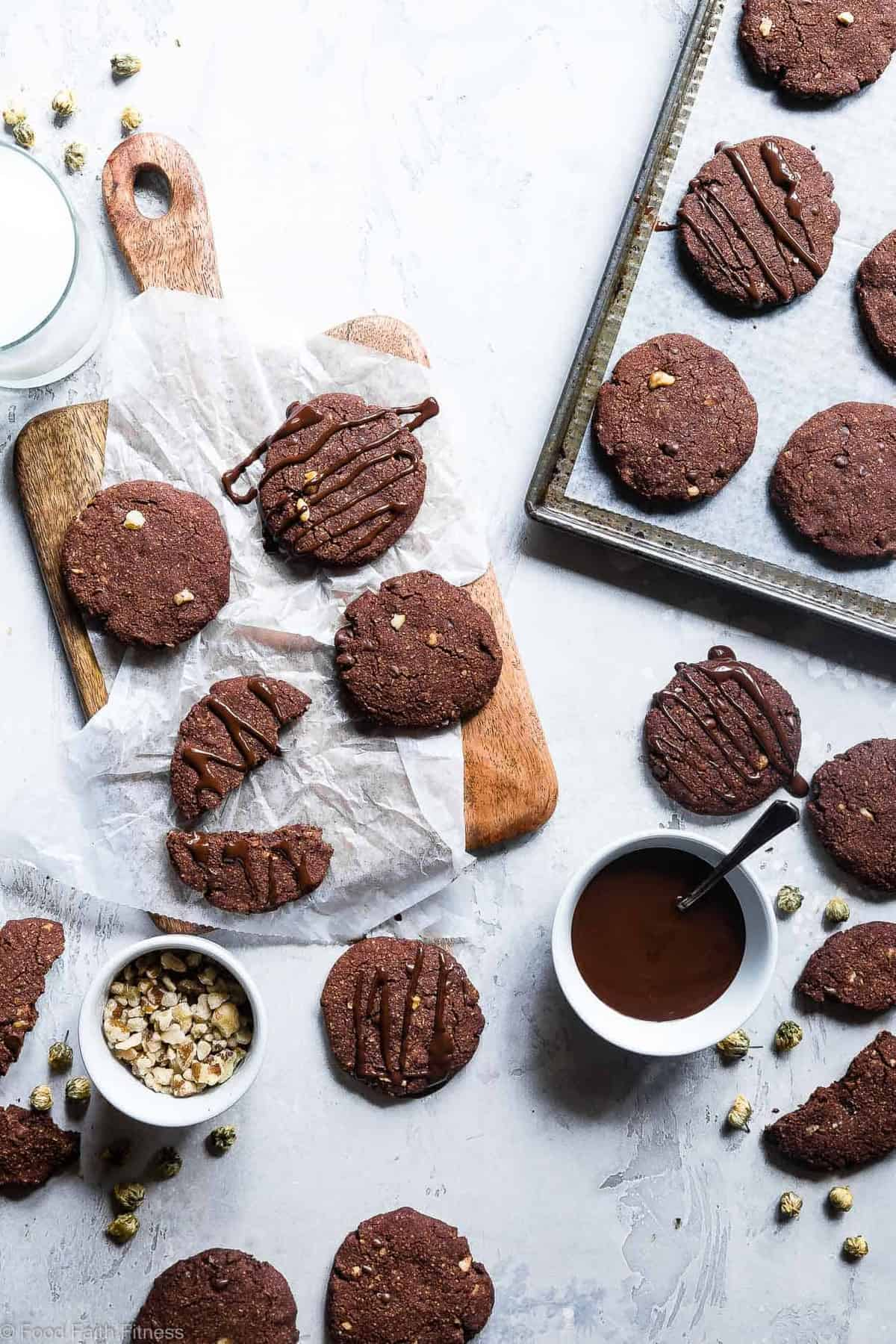 Vegan Gluten Free Brownie Cookies - These healthy and gluten free Chocolate Cookies are like always getting the edge piece - SO dense and chewy! You won't believe they're gluten free, paleo and only 120 calories! | #Foodfaithfitness | #Vegan #Paleo #Glutenfree #Dairyfree #Healthy