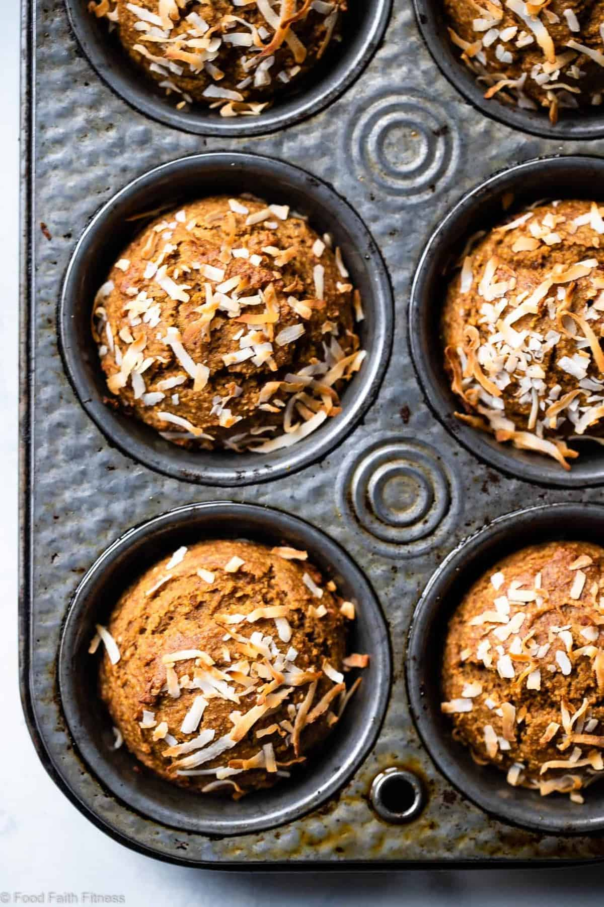 Sugar Free Gluten Free Oatmeal Carrot Muffins - These easy carrot muffins are naturally sweetened with dates and have a surprise, spicy-sweet kick! SO light and fluffy! Gluten free, healthy and tasty! | #Foodfaithfitness |