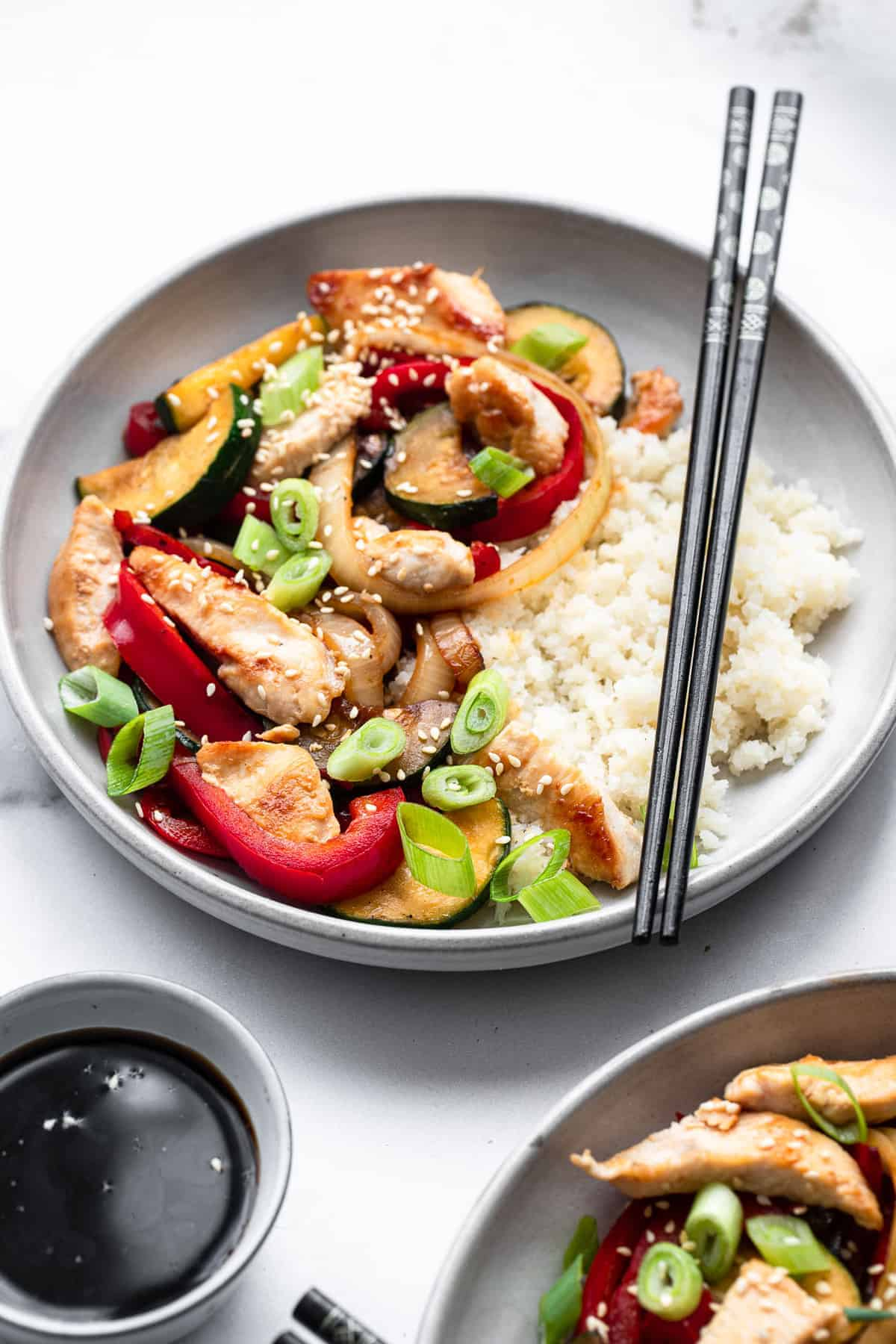 low carb keto chicken stir fry in a gray ceramic plate