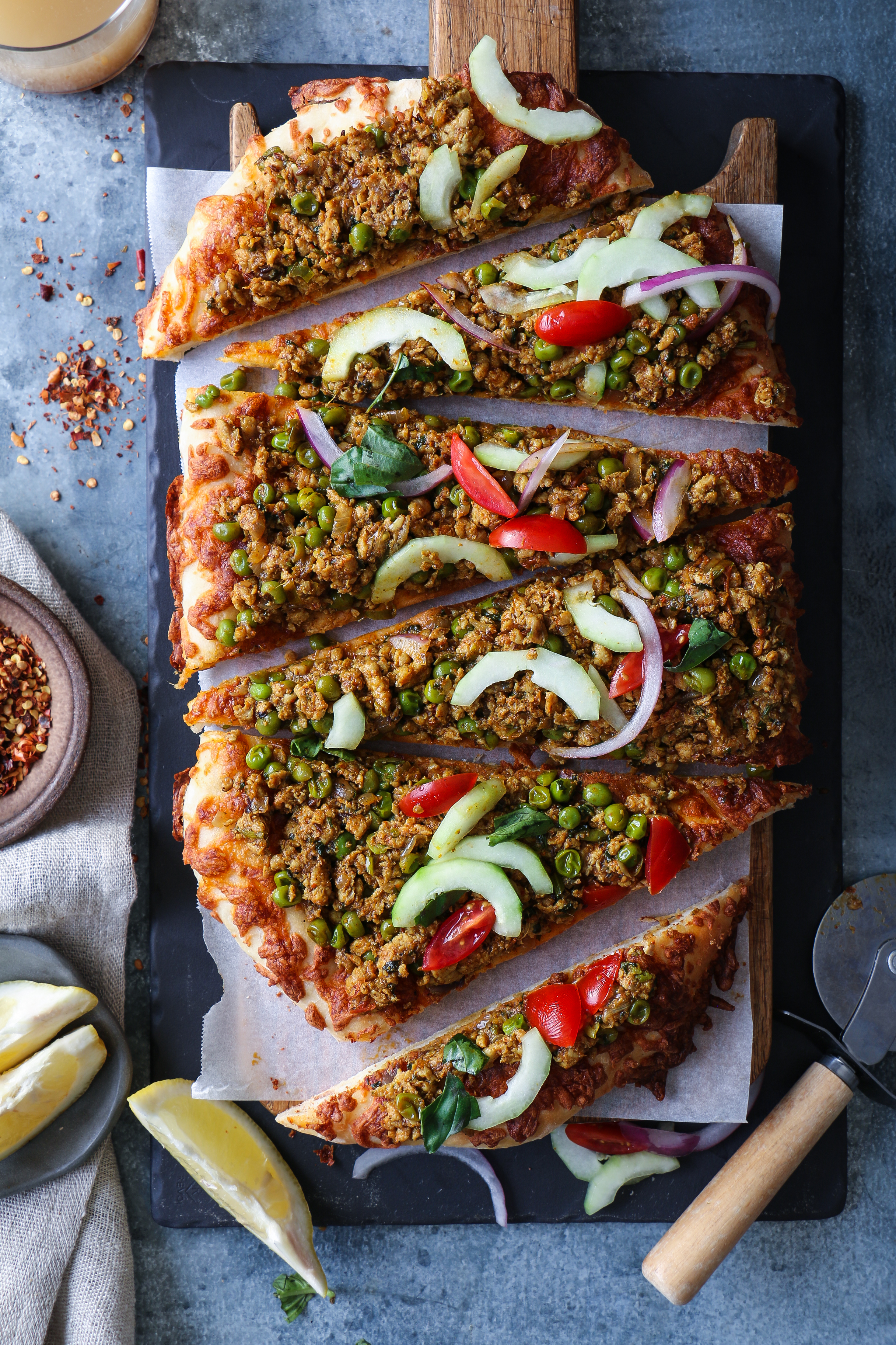 Kheema Matar- Spicy Chicken Mince Pizza, no knead quick pizza |foodfashionparty| #kheemamatar #indianpizza