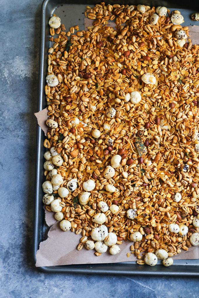 MIXTURE /CHIVDA- Savoury Spicy Indian Granola |foodfashionparty| #indiansnacks