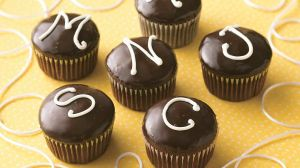 Monogrammed Cream-Filled Cupcakes-foodflag
