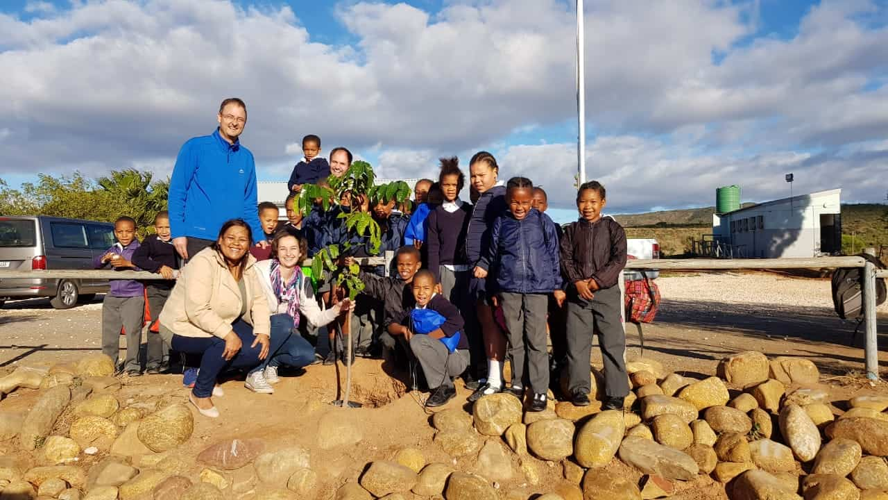 Once a year the South African Actuaries abroad (SA3), a leading actuarial recruitment firm selflessly donates everyday essentials to learners from farm school in and around Bonnievale.