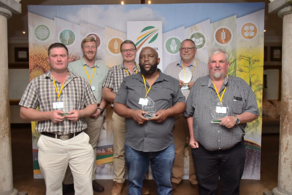 Some of the winners of Grain SA's first Grow for Gold National Yield Competition which was announced in Muldersdrift, north-west of Johannesburg. Photo: Supplied