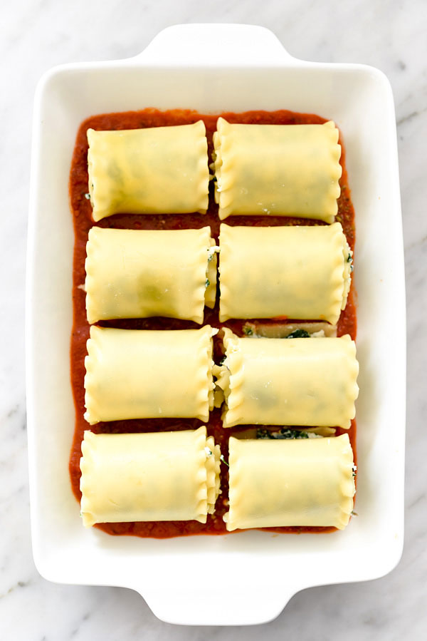 Spinach Lasagna Roll-Ups is a fast, easy vegetarian pasta dinner | foodiecrush.com