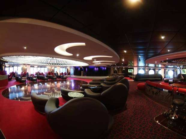 MSC Splendida - Aft Lounge