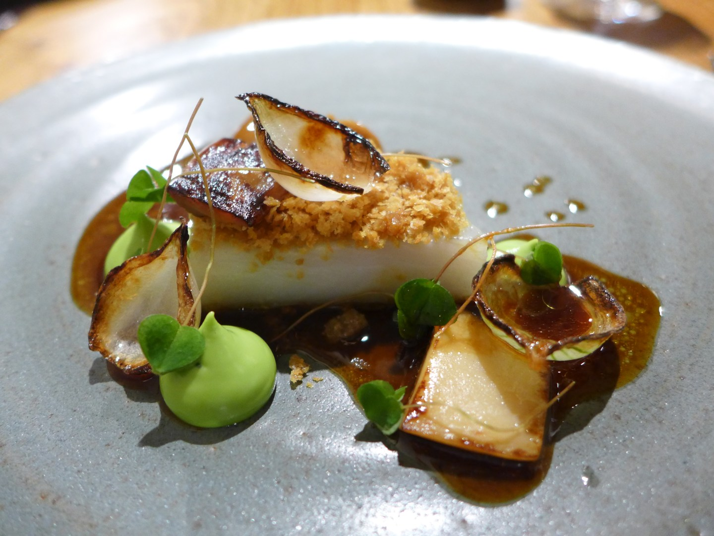 L'enclume - Brill in poultry juices, lovage, yeast flakes, fermented mushroom