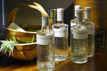 Glasgow gin club forage - The Botanist and foraging basket