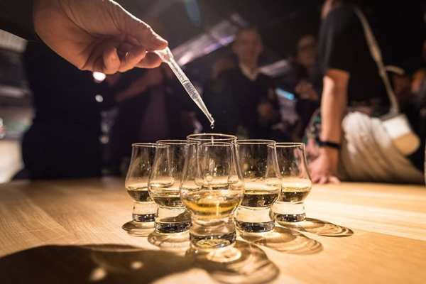 clydeside_distillery_whisky_water