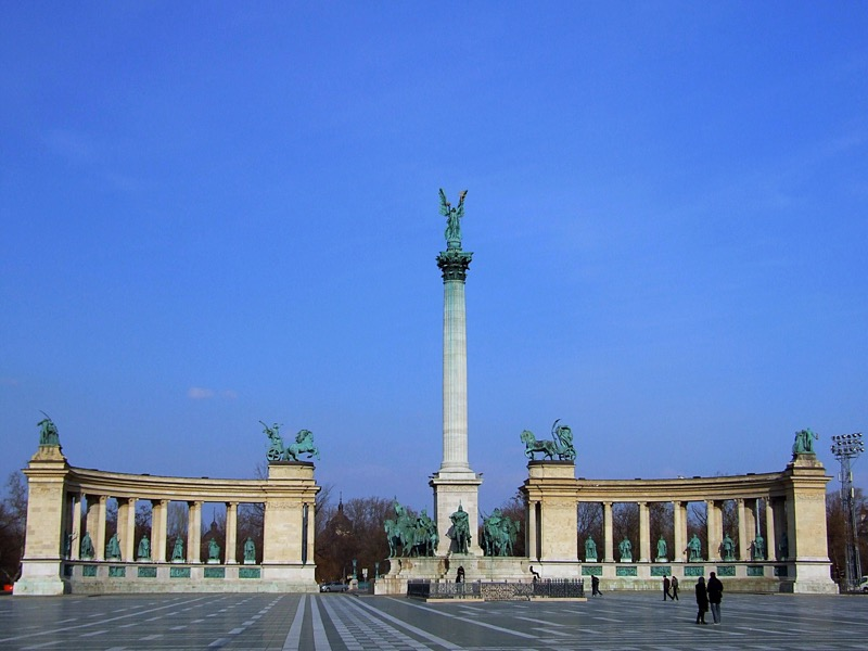 top ten sights in budapest heroes square