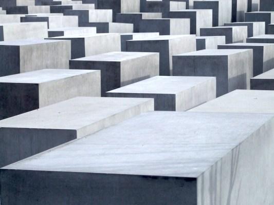 holocaust memorial to the murdered jews of europe berlin