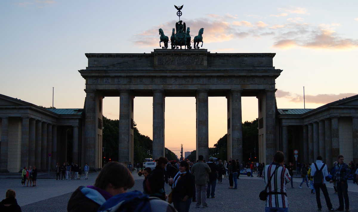 brandenburg gate sunset dusk foodie explorers