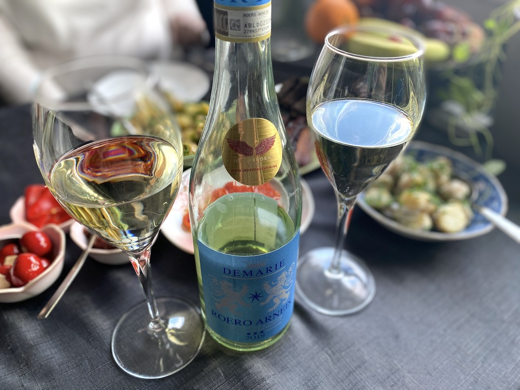 independent wine demarie white with food