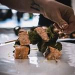 Spiedini di salmone e broccoli al forno